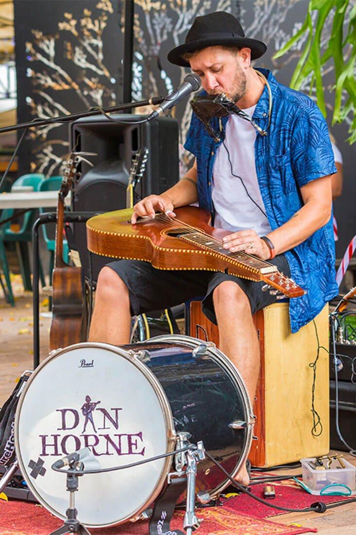 Eumundi Markets performer Dan Horne